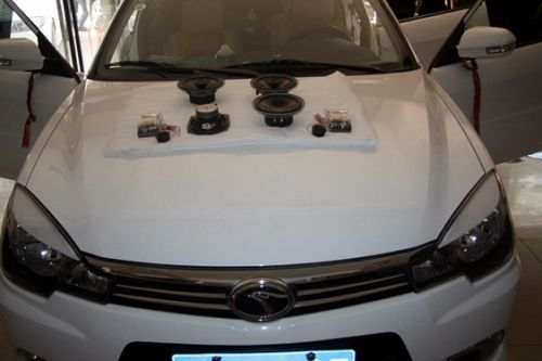 合肥东南三菱汽车音响改装 菱悦v3改装全套野兽音响高清图片